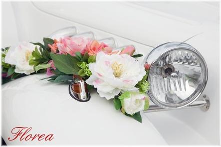 Květiny na auto pro nevěstu