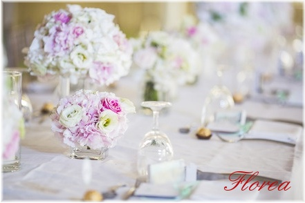 Květiny na svatební stůl