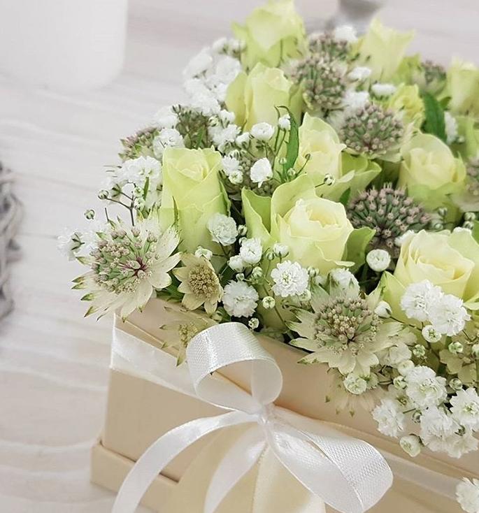 Nevěstin závoj v květinové krabičce