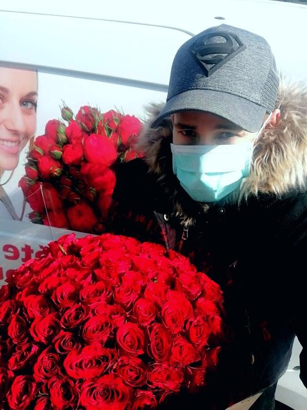 Rozvoz květin v době epidemie koronaviru