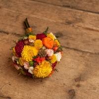 Podzimní svatební kytice: hřejivé barvy ohně
