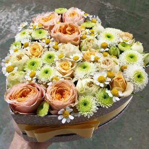 Valentýn 2021: Překvapte ji květinovou krabičkou s růžemi v oblíbené barvě
