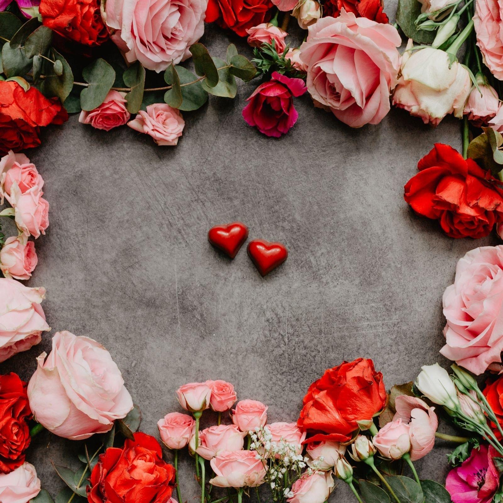 Valentynske ruze v ruzove a cervene barve se srdickem