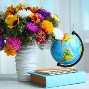 Květinová etiketa radí, jak vybrat kytici pro paní učitelku
