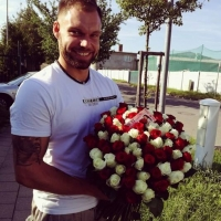 Kytice sto růží