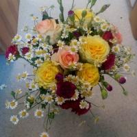 Míchaná kytice s heřmánkem