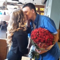 Předání kytice sto růží