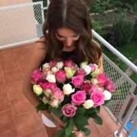 Doručení kytice od přítele