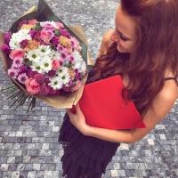 Doručení míchané kytice na přání k promoci