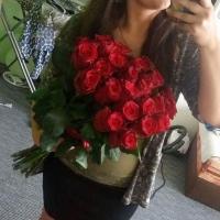 Doručení narozeninové kytice 25 červených růží Rhodos do Prahy