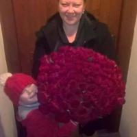 Kytice 100 rudých růží Madam Red