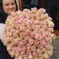 Doručená kytice 100 růží Cely - dobročinná aukce pro dětský domov