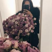 Doručená kytice 100 květů trsových růží