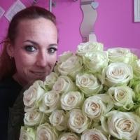 Doručení bílých růží