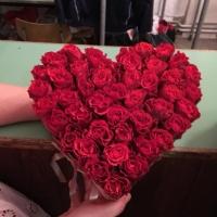 Doručená květinová krabička z červených růží El Toro