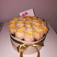 Květinová krabička z růží Peach Vuvzela