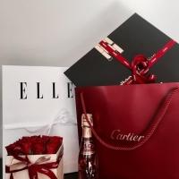 Doručená květinová krabička pro Cartier