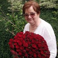 Kytice červených růží pro babičku