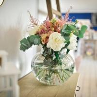 Květiny na výzdobu kavárny