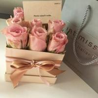 Krabička růží - dárek k svátku
