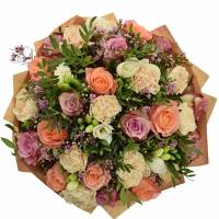 Kytice z růží a karafiátů