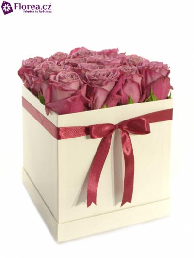 Krabička růží bílá KATHARINE 20x20x20cm