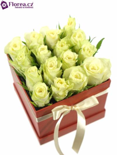 Krabička růží červená HYPERION 12x12x11cm