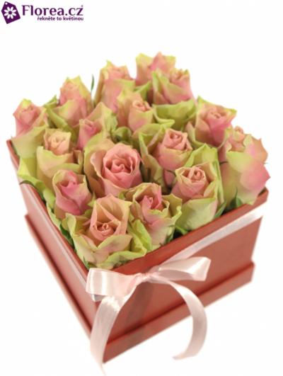 Krabička růží červená INESA 12x12x11cm