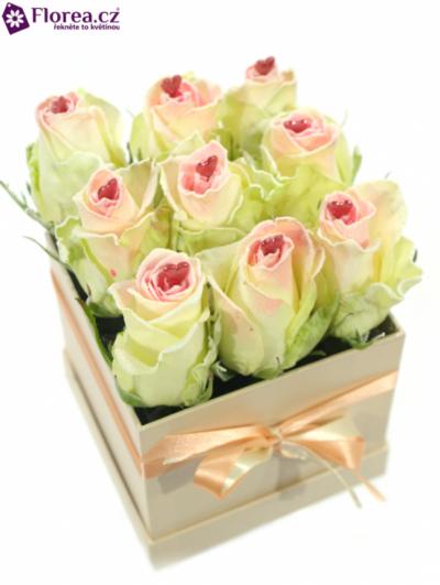 Krabička růží šampaň FEDORA 12x12x11cm