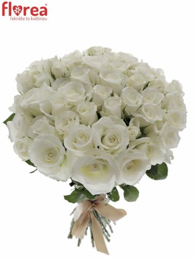 Kytice 55 bílých růží AKITO 50cm